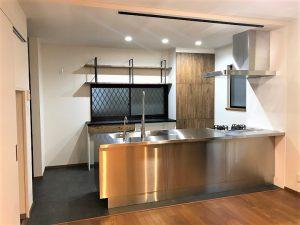 壁付キッチンを対面キッチンに間取り変更するLDKリフォーム事例