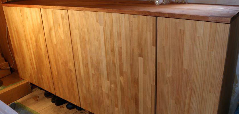 パイン無垢材で高級感のあるオーダー下駄箱リフォーム事例/東京都
