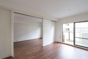 マンションのリビングを引き戸で2部屋に分けるリフォーム事例/大阪府