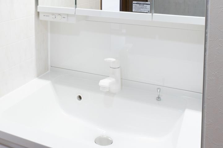 クロス・床張替え込!パナソニック「Cライン」への洗面台リフォーム事例/大阪府
