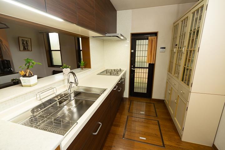 ハンズフリー水栓・食洗機付き!リクシル「アレスタ」へのキッチンリフォーム事例
