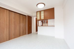 マンションの9畳リビングの床・クロスリフォーム事例