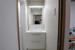 土壁はクロス仕上げ!リクシル「LC」への洗面台リフォーム/京都市東山区
