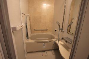 段差を解消してバリアフリーに!在来浴室からのユニットバスリフォーム/京都府城陽市