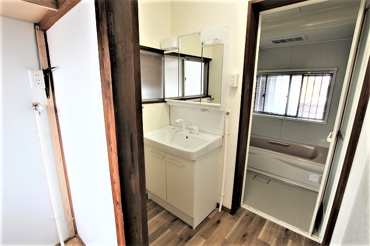 床も張替え!リクシル「オフト」への洗面台リフォーム/滋賀県大津市