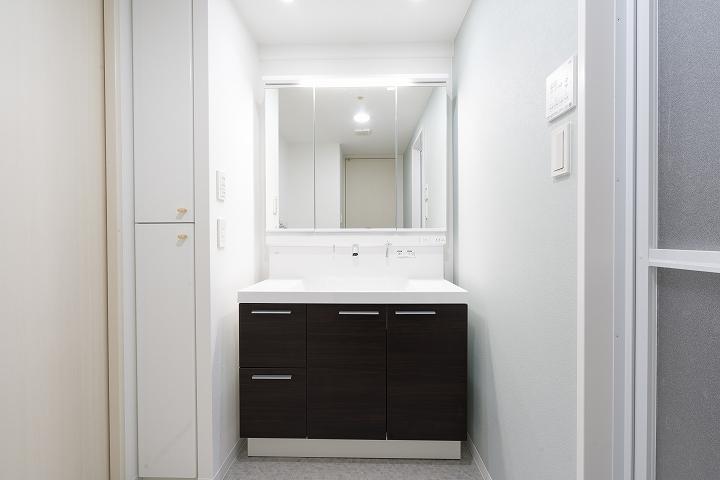 クロス・床張替え込!幅100㎝のリクシル「LC」への洗面台交換事例/京都市下京区
