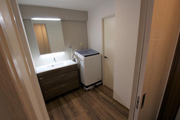 洗面所を拡張して開き戸は引き戸に!お風呂・洗面所リフォーム事例/京都市北区