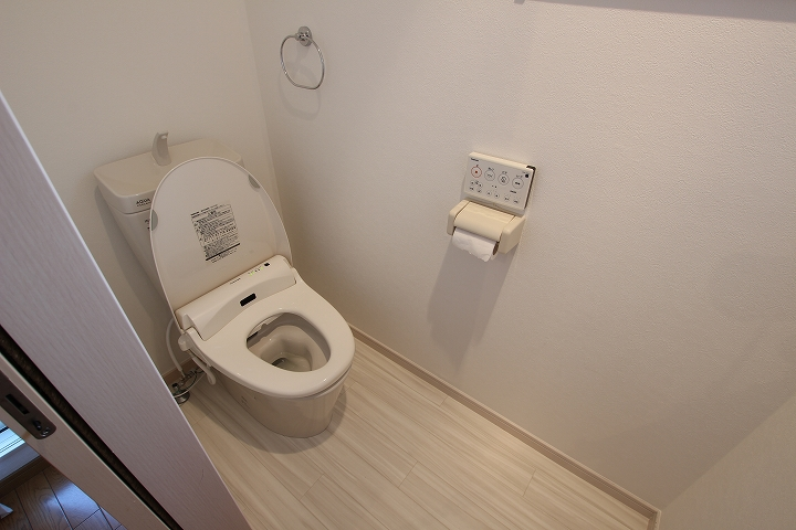 クロス・床張替え込!費用を抑えたトイレ交換事例/京都府亀岡市