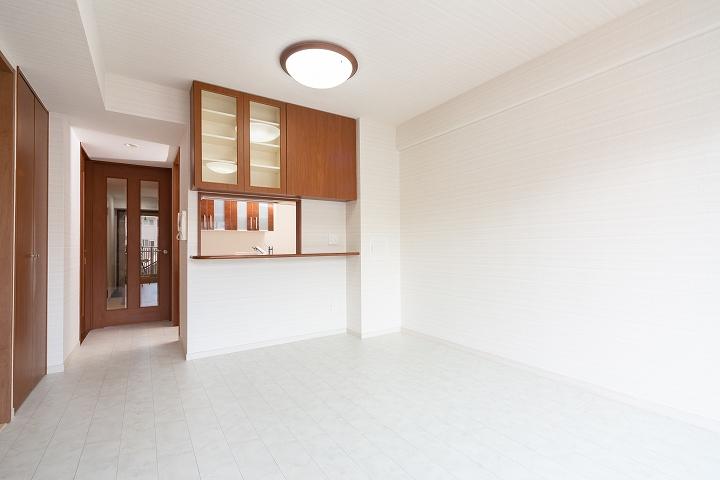 クロス・床も張替え!リクシル「シエラ」でのキッチン・リビングリフォーム/東京都