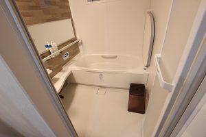 大きなタイルの在来浴室からユニットバスへのリフォーム事例/京都市南区