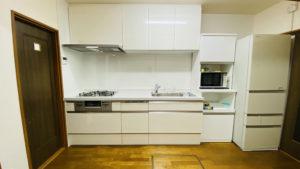 家事負担を軽減するすっきりデザインのキッチン、リクシル 「リシェルSI」リフォーム事例/京都市中京区