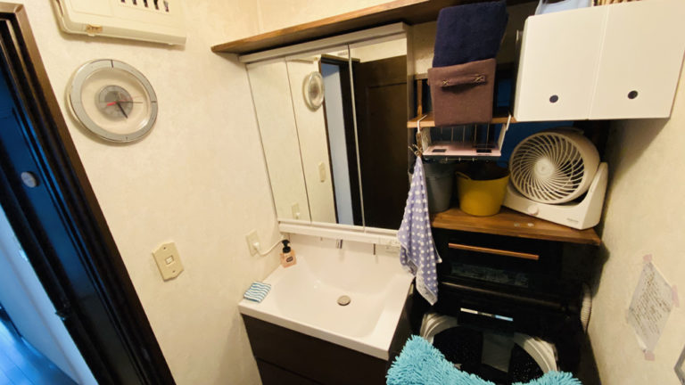 狭小の洗面所の床を底上げして間口75㎝の洗面台に交換した事例/京都市北区
