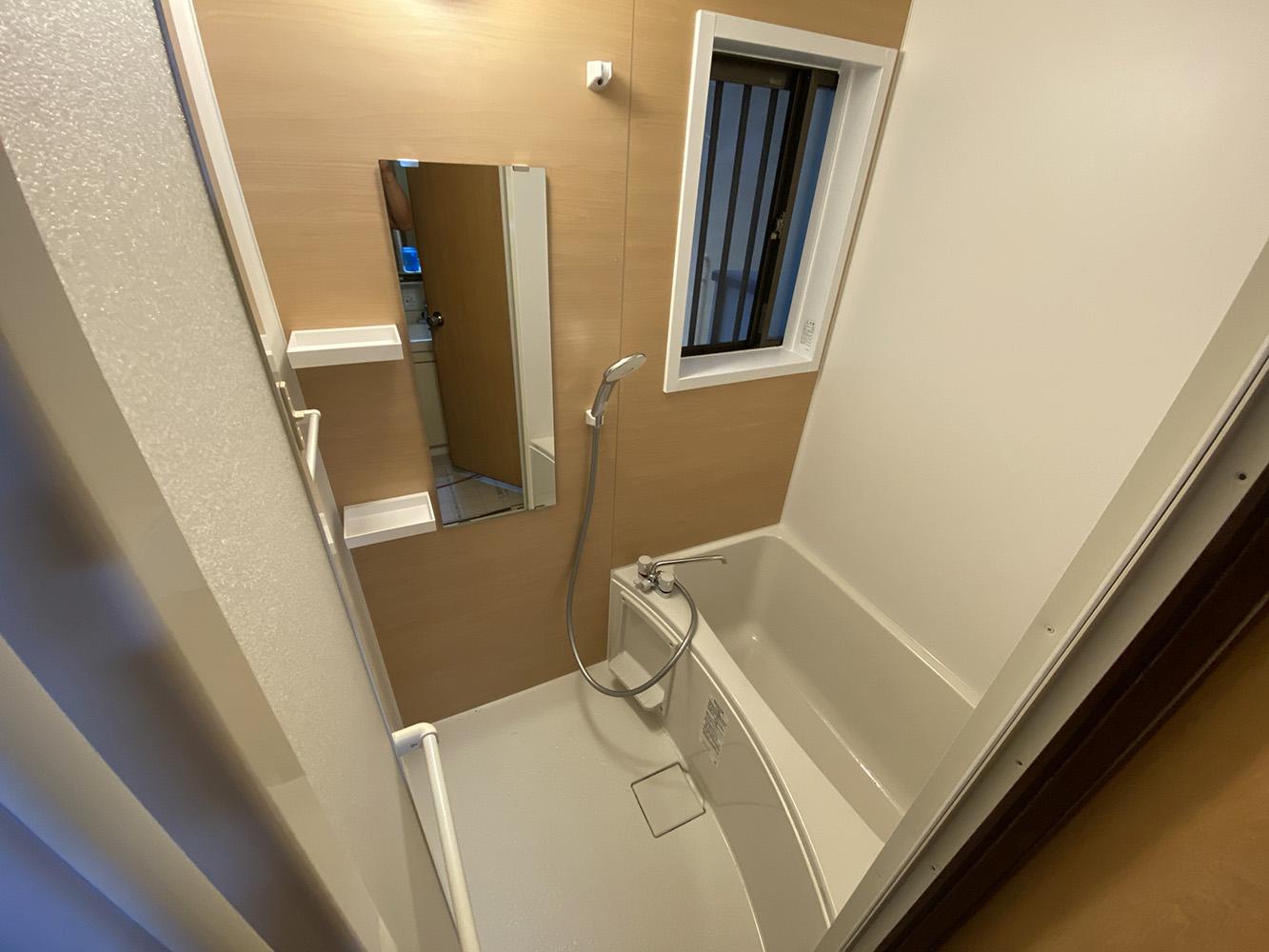 タイルの小さいお風呂を壁を壊して大きくしたリフォーム事例/京都市西京区