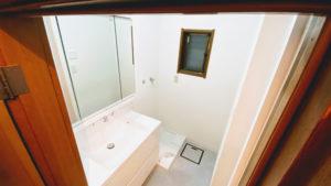 洗濯機パンを小さくして一回り大きな洗面台を設置したリフォーム事例/京都市西京区