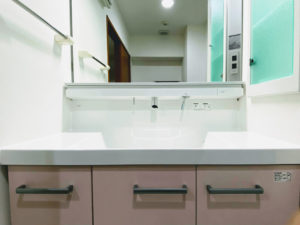 大きな一面鏡の洗面台のリフォーム事例/京都市西京区